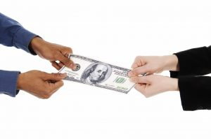 должен ли поручитель выплачивать кредит после смерти заемщика