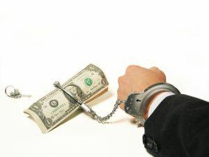 могут ли судебные приставы снимать деньги с кредитной банковской карты